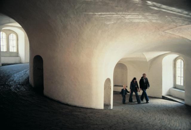 Okrągła Wieża, Kopenhaga. Wycieczki promem doSkandynawii – Hit The Road Travel
