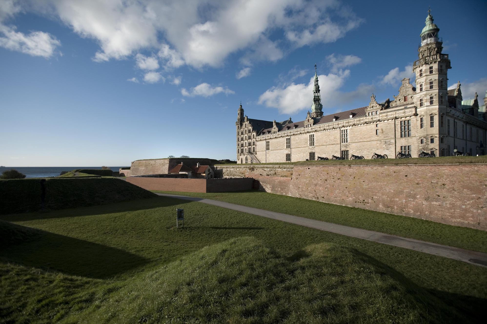 Zamek Kronborg wDanii. Wycieczki promem doSkandynawii – Hit The Road Travel