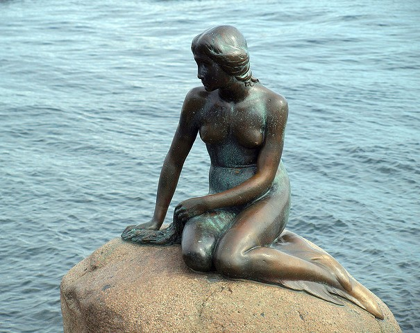 Pomnik Małej Syrenki wKopenhadze. Wycieczki promem doSkandynawii – Hit The Road Travel