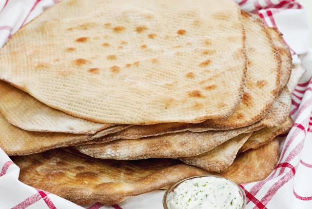 Flat bread from Northern Sweden. Incentive cruises to Sweden, conference on the ferry – Hit The Road Travel
