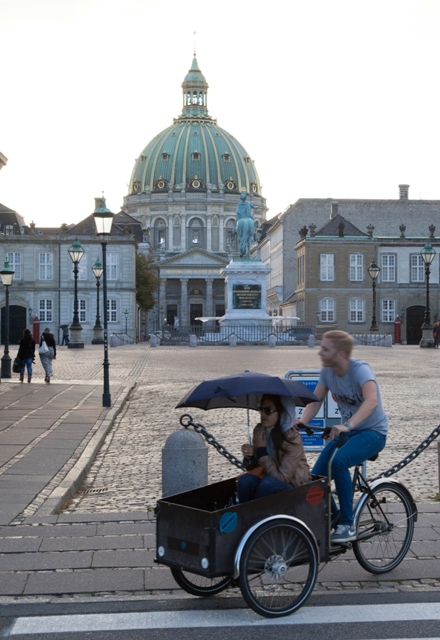 Amalienborg Palace, Copenhagen. Trip to Denmark, Denmark tours, travel to Denmark – Hit The Road Travel