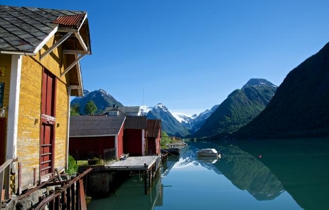 Fjærland nadFjærlandfjorden, Norwegia. Fiordy norweskie wycieczka, wycieczki doNorwegii – Hit The Road Travel