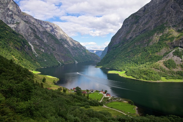 Nærøyfjorden, Norwegia. Fiordy norweskie wycieczka, wycieczki doNorwegii – Hit The Road Travel
