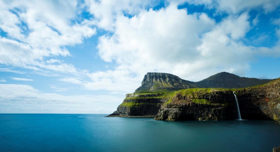Góra Heinanøva, Wyspa Vágar, Wyspy Owcze. Wycieczka naWyspy Owcze – Hit The Road Travel
