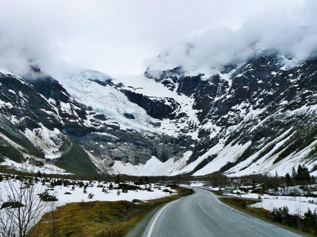 Fjaerland, Norwegia, spacer dolodowca. Fiordy norweskie wycieczka, wycieczki doNorwegii – Hit The Road Travel