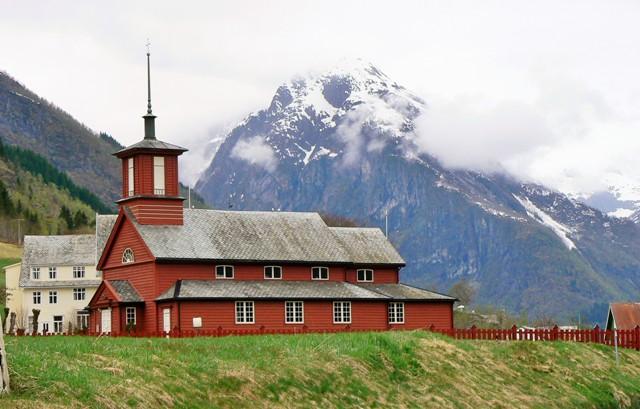 Fjærland, Norwegia. Fiordy norweskie wycieczka, wycieczki doNorwegii – Hit The Road Travel