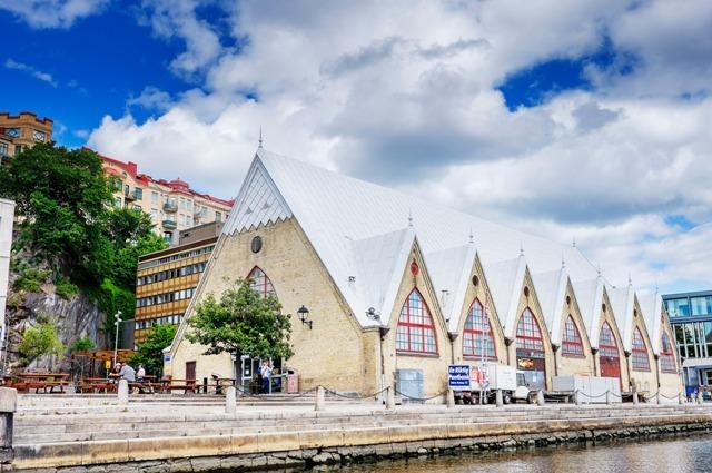 """""""Kościół Rybny"""" wGöteborgu - tu kupisz ryby iowoce morza. Wyjazd doSzwecji, wycieczka doGöteborga – Hit The Road Travel"""