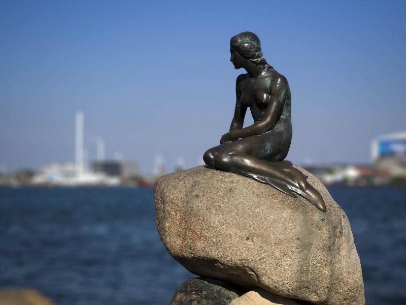 Little Mermaid, Copenhagen. Tours of Copenhagen – school trips, family trips – Hit The Road Travel