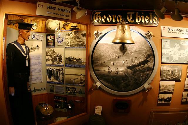 Muzeum Wojny wNarwiku. Wycieczka naLofoty, Hit The Road Travel