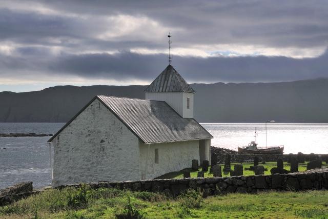 Kirkjubøur, Kościół Św. Olafa, Wyspy Owcze. Wycieczka naWyspy Owcze – Hit The Road Travel