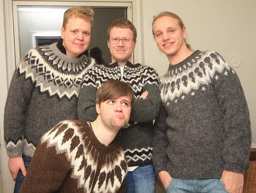 Lopapeysa - islandzki sweter. Islandia wycieczki, wycieczka naIslandię – Hit The Road Travel