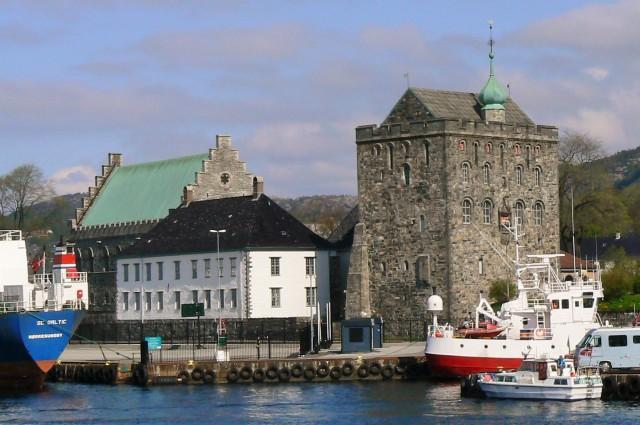 Twierdza Bergenhus. Fiordy norweskie wycieczka, wycieczki doNorwegii – Hit The Road Travel