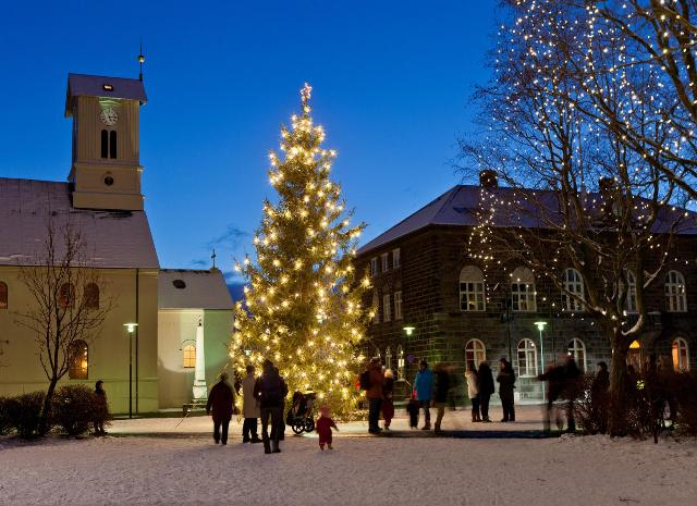 Town square in Reykjavík, Reykjavík Cathedral and the parliament. Iceland tours, trips to Iceland, Iceland travel – Hit The Road Travel