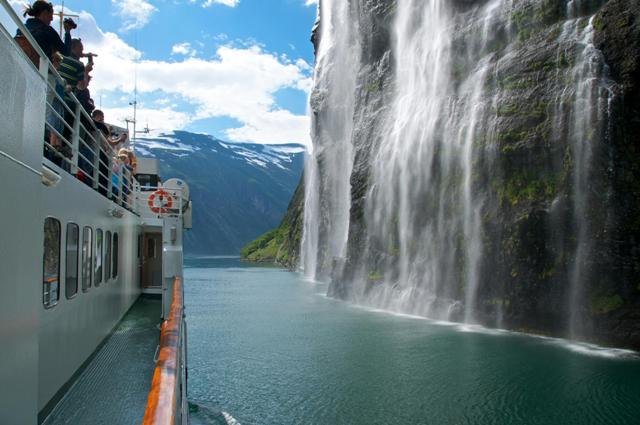 Geirangerfjorden, Brudesløret - The Bridal Veil Waterfall, Norway. Tour of Norway, fjord tours – Hit The Road Travel