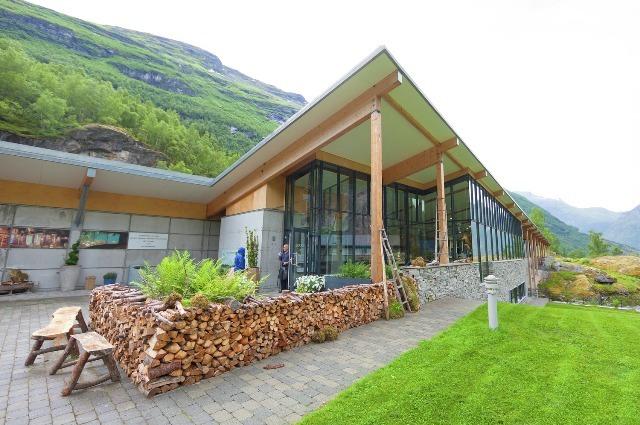 Norweskie Centrum Fiordów wGeiranger. Wycieczka doNorwegii, Hit The Road Travel