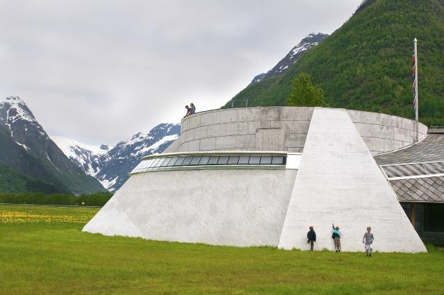 Norweskie Muzeum Lodowców wFjærland. Wycieczka doNorwegii, Hit The Road Travel