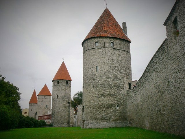 City walls in Tallinn. Tours of the Baltic States, Helsinki tours – Hit The Road Travel