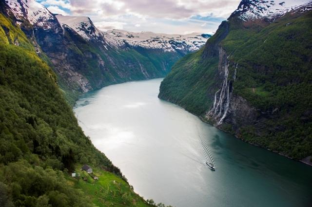 Geirangerfjorden, Wodospad Siedmiu Sióstr, Norwegia. Wycieczka doNorwegii, Hit The Road Travel