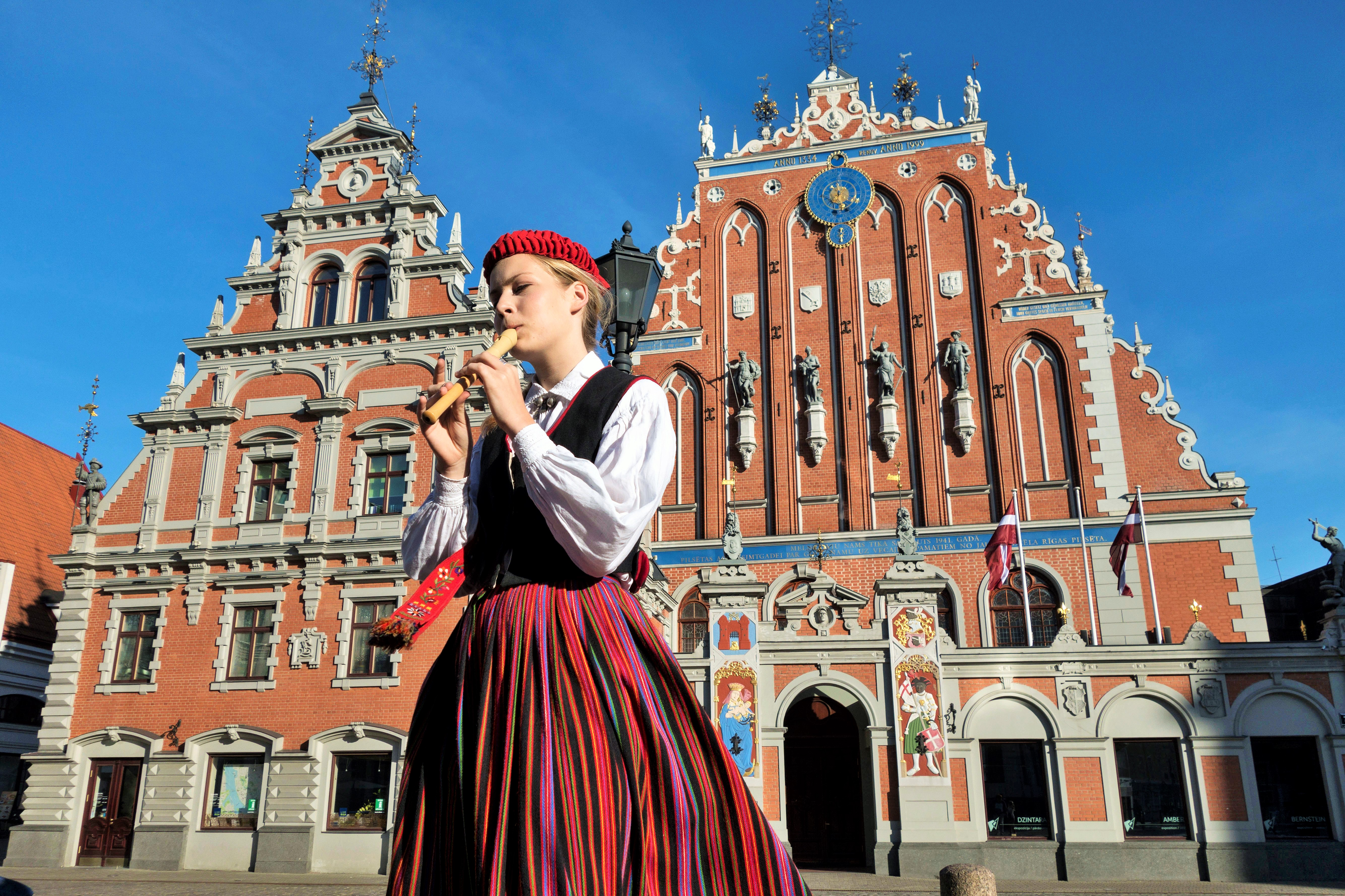 House of the Blackheads in Riga, Latvia. Tours of the Baltic States, Helsinki tours – Hit The Road Travel
