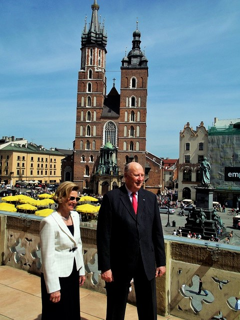 King Harald V with Queen Sonia in Krakow, Poland. Oslo tours, group trips to Oslo, conferences in Oslo – Hit The Road Travel