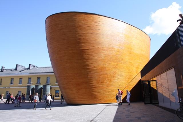 Kaplica ciszy Kamppi, Helsinki. Wycieczka doHelsinek przezLitwę, Łotwę iEstonię – Hit The Road Travel