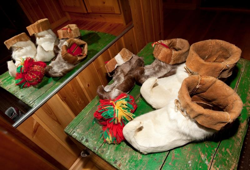 Tradycyjne buty Saamów. Wycieczka doLaponii, wycieczki doFinlandii – Hit The Road Travel