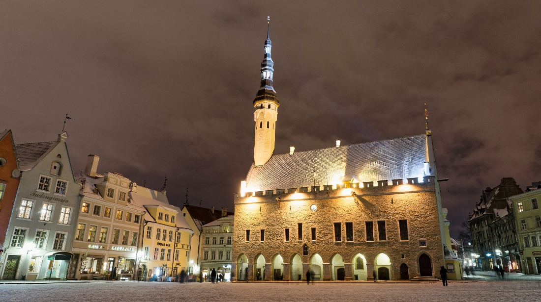 Tallinn - the City Hall and the Town Sqaure. Tours of the Baltic States, Helsinki tours – Hit The Road Travel