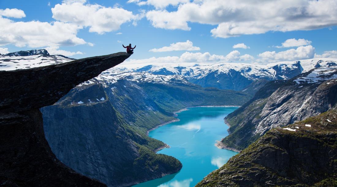 Trolltunga, Język Trolla, Norwegia. Wycieczka doNorwegii, Hit The Road Travel