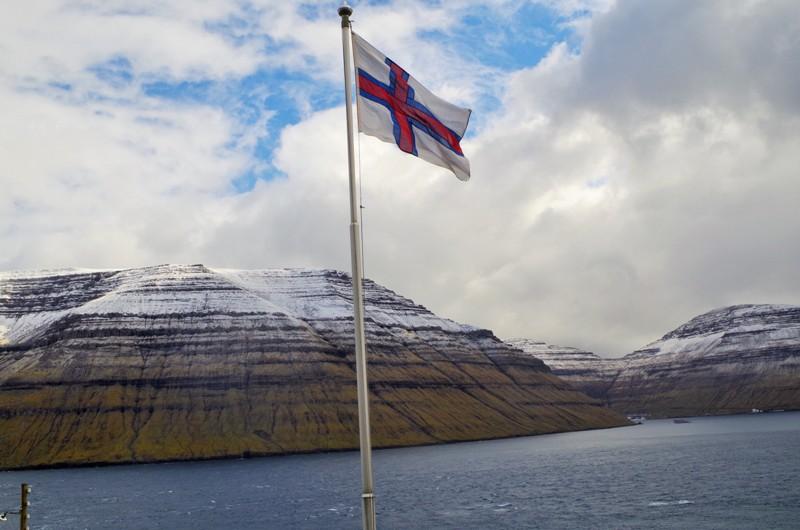 Widok zwyspy Kalsoy nawyspę Borðoy. Wyspy Owcze - Hit The Road Travel