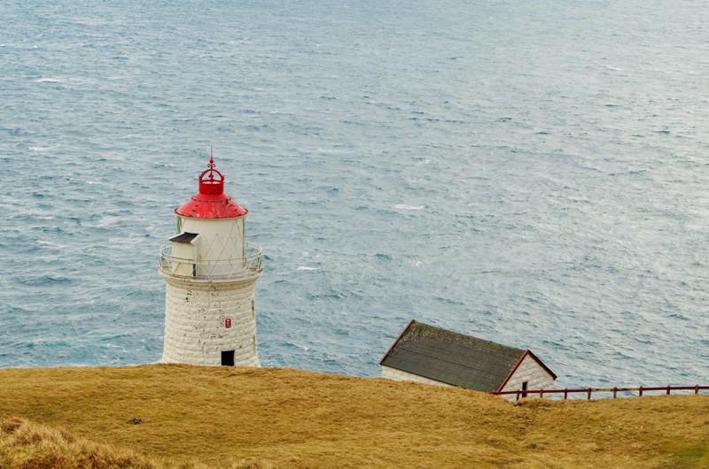 Latarnia nawyspie Nólsoy. Wyspy Owcze - Hit The Road Travel